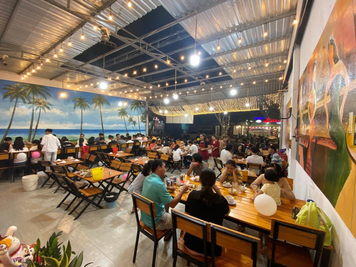 ăn hải sản tại Hồ Tràm Xuyên Mộc