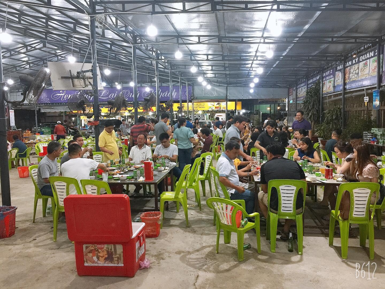 ăn tối tại Kỳ Quán Hồ Tràm