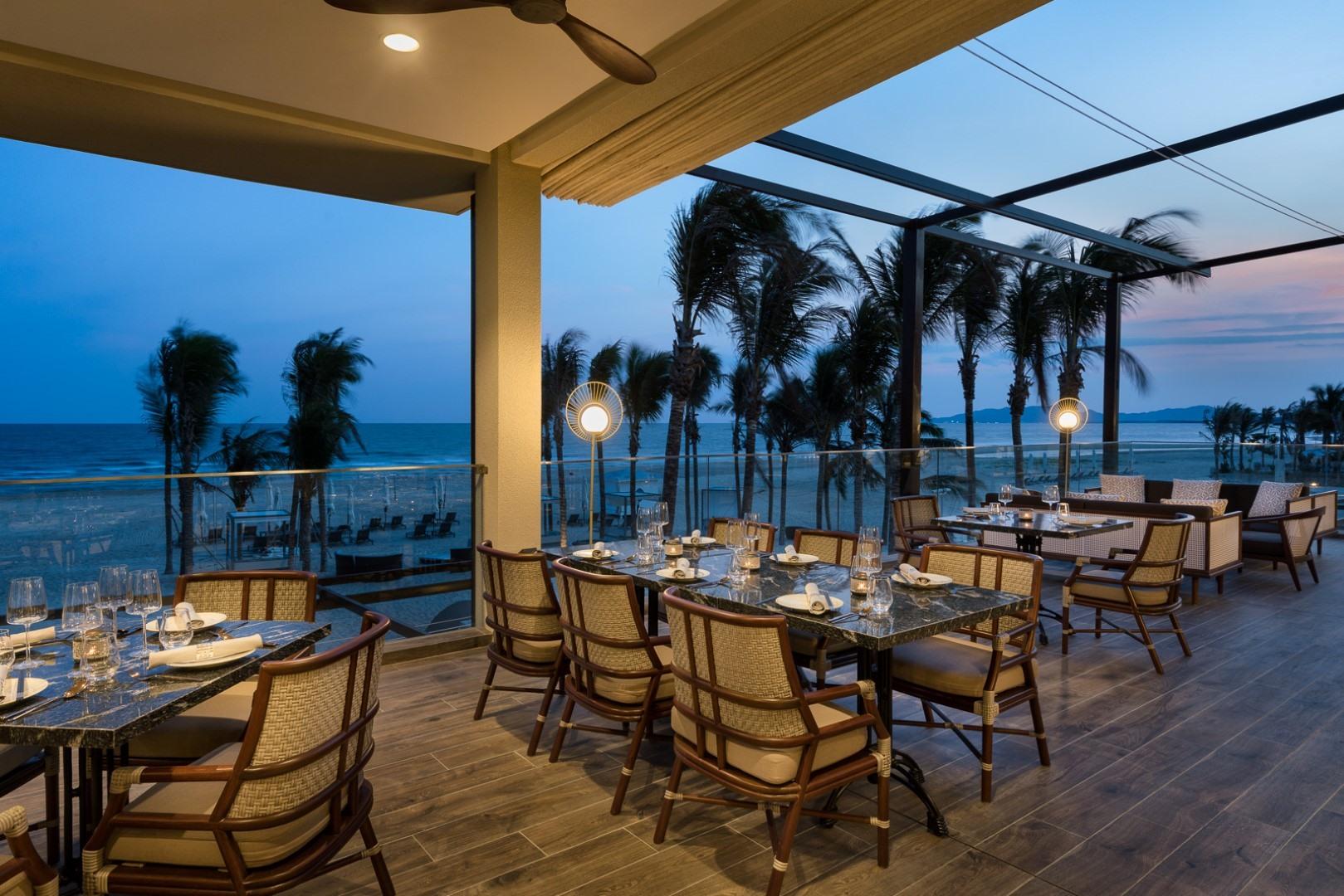 view biển tại nhà hàng Muối Restaurant Melia Ho Tram