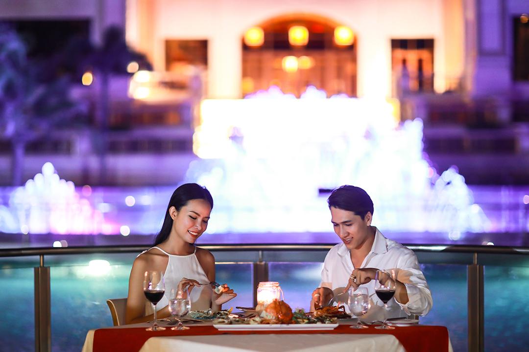 dùng buổi tối tại nhà hàng khói BBQ The Grand Hồ Tràm
