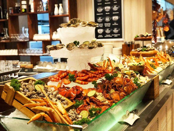tiệc buffet tại nhà hàng Sasa Melia Ho Tram