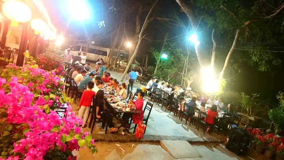 buổi tối tại nhà hàng Vên Vên Hồ Cốc