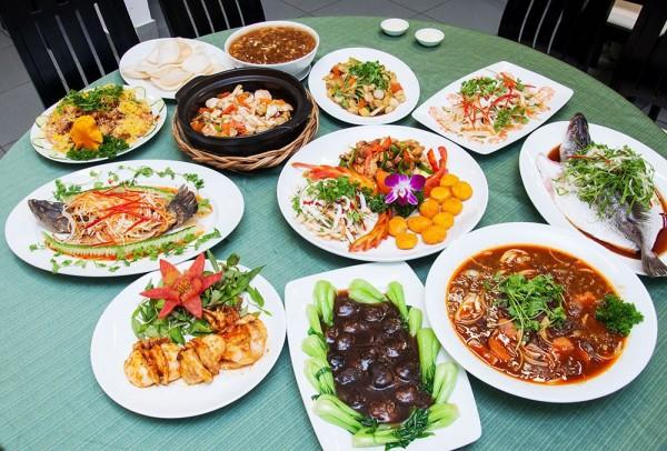 ăn hải sản ở quán 9999 Bình Châu