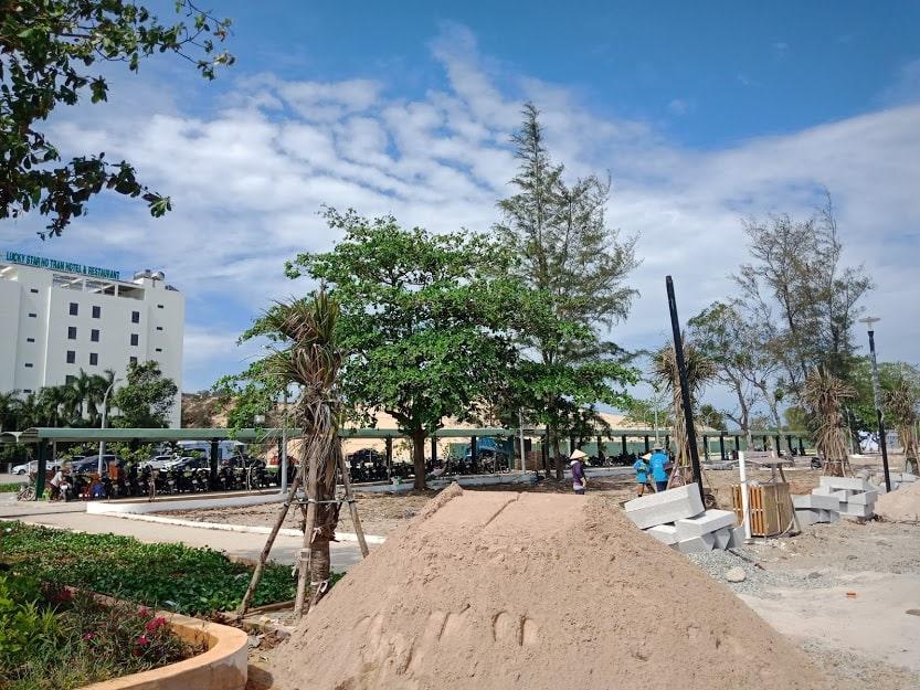 bãi đậu xe ngã 4 Hồ Tràm