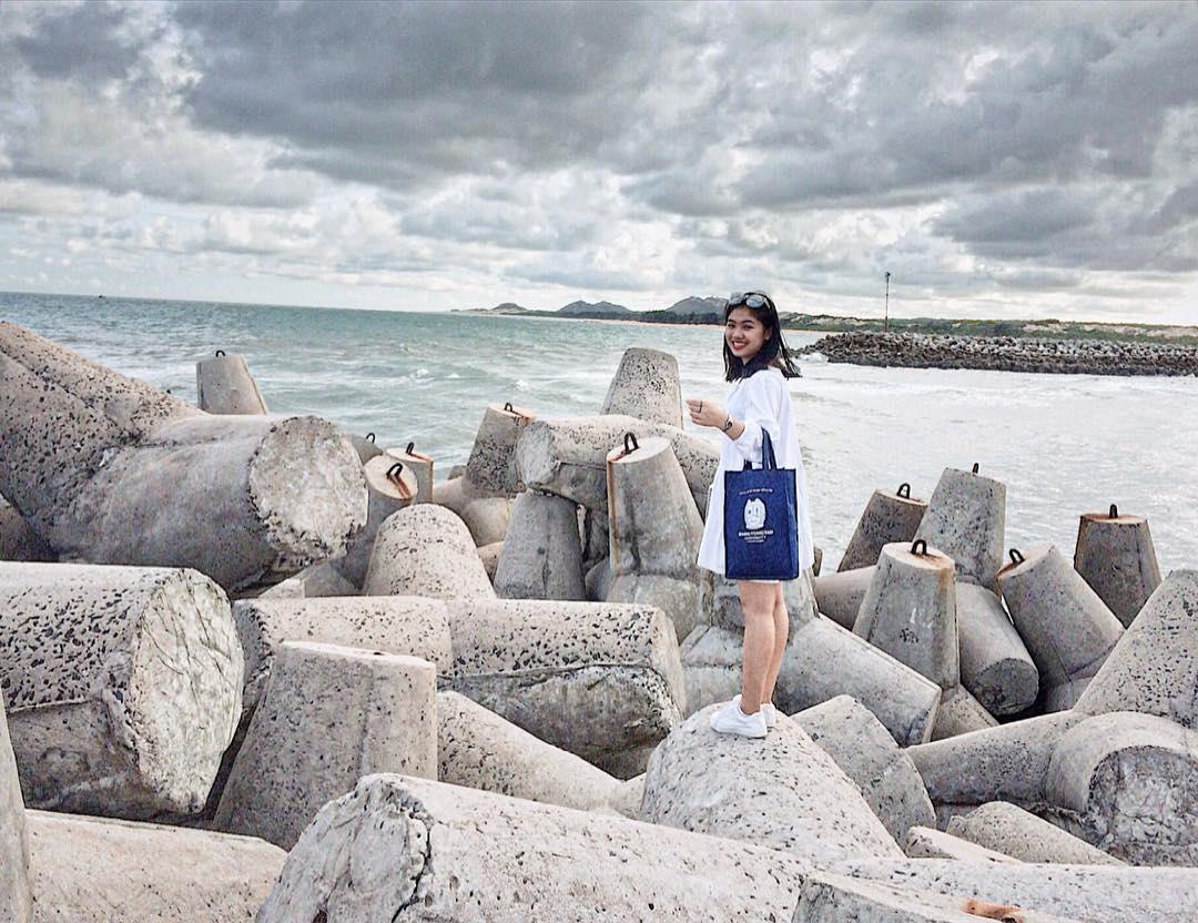 chụp hình bờ kè cảng cá Bình Châu