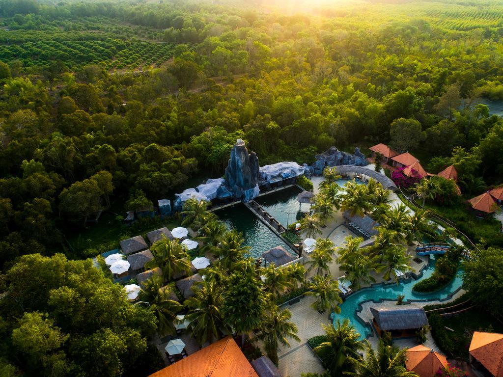 resort suối nước nóng Bình Châu