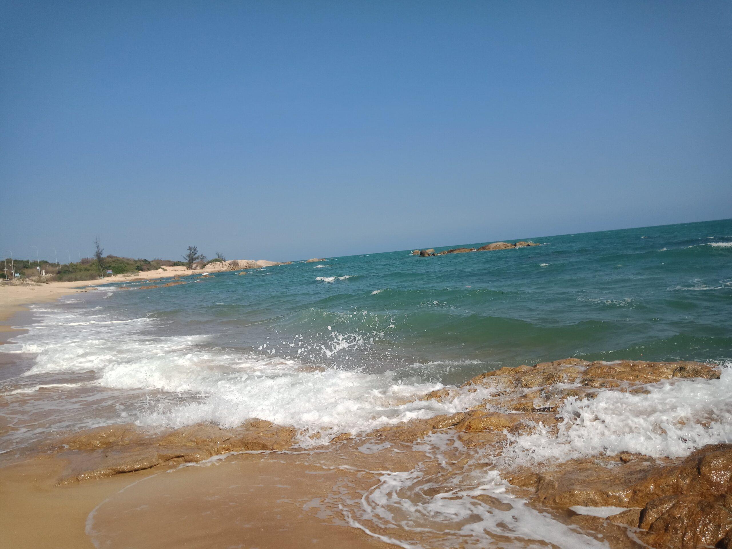 tắm biển ở ghềnh đá Bình Châu