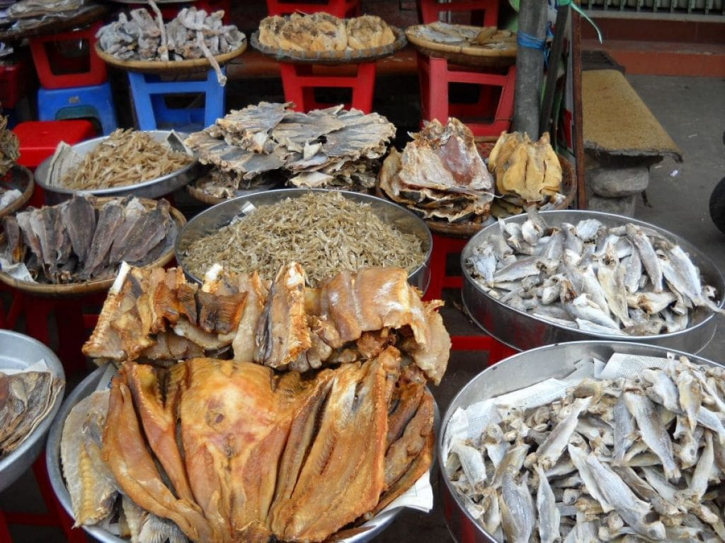 mua mực khô ở chợ Miên